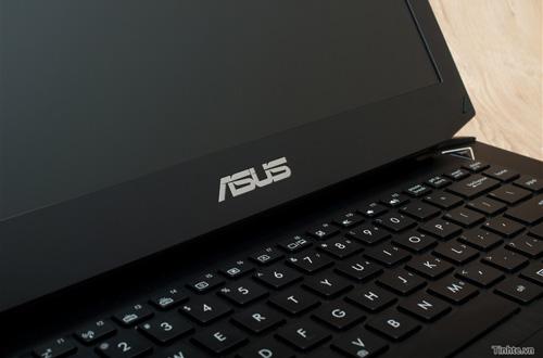 Nhìn cận cảnh laptop chơi game Asus R.O.G G46v 15