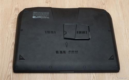 Nhìn cận cảnh laptop chơi game Asus R.O.G G46v 24
