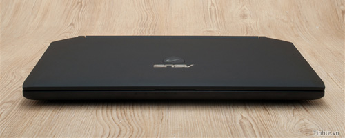 Nhìn cận cảnh laptop chơi game Asus R.O.G G46v 1