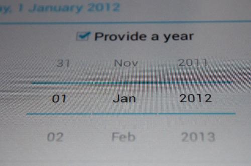 """Android 4.2 """"nghĩ"""" một năm chỉ có 11 tháng 2"""