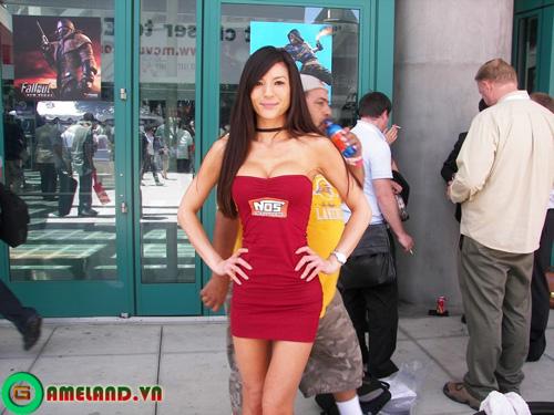 Dạo bước E3 2010 cùng các bóng hồng xinh đẹp (3) 9