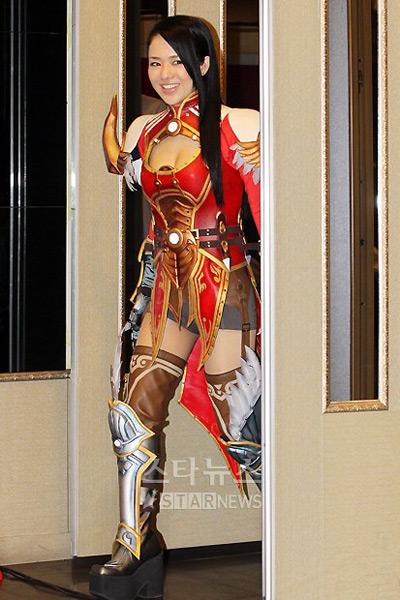 Sao phim người lớn gợi cảm cùng cosplay Dragona 9